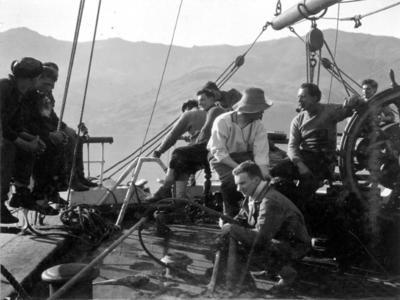 Photograph: Discussing Amundsen's News
