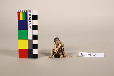 Figurine of a seated youth