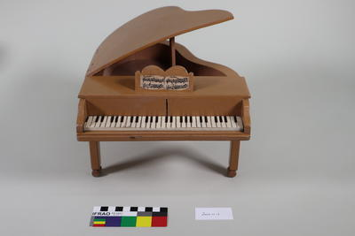 Grand Piano: Theatre Prop