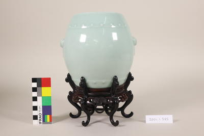 Vase, on elaborate fitted stand
