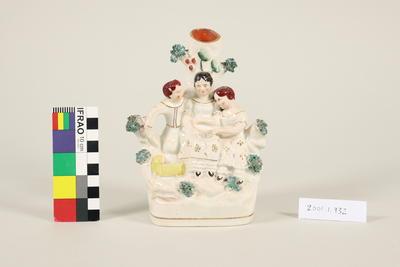 Mantle figurine vase