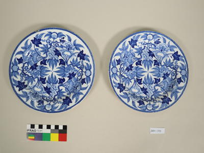 Plates (pair)