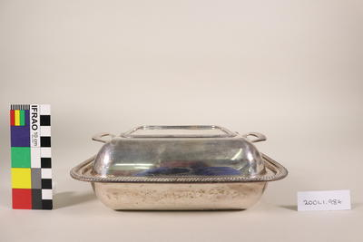 Serving dish with divider and lid