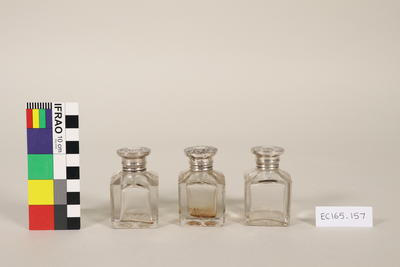 Casket with 3 scent bottles and key
