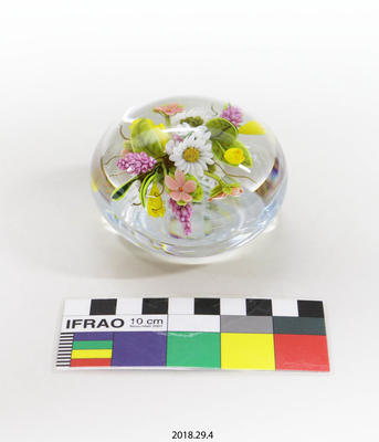 Paperweight: Bouquet of flowers