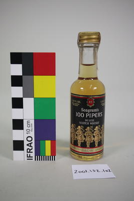 Bottle: Seagram's 100 Pipers Deluxe Whisky