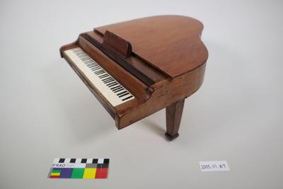 Prop: Grand piano