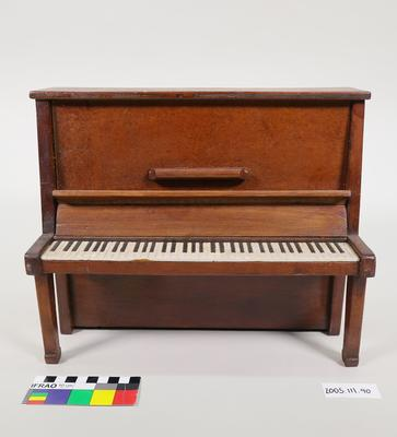 Prop: Upright piano