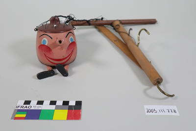 Prop: Wooden pot with handles (nose), face and legs