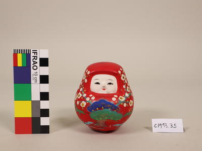 Round figurine with face
