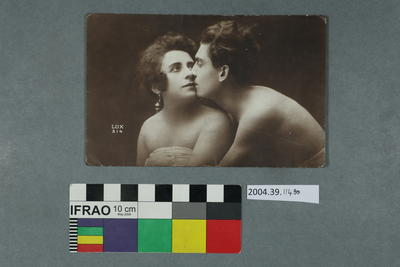 Postcard: Couple kissing