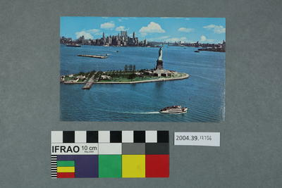 Postcard: Statue of Liberty scene