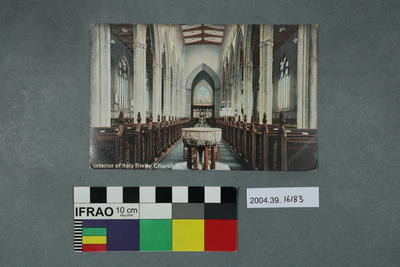 Postcard: Interior of Holy Trinity Church, Hull