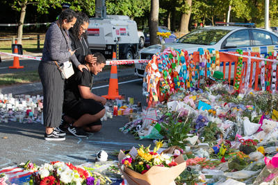 Photograph: Viewing Tributes