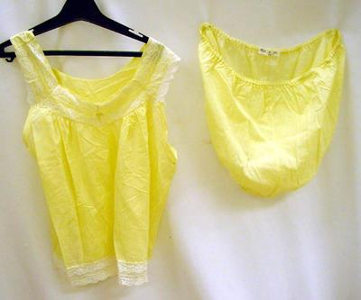 Pyjamas, women's
