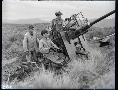 Glass negative: K Force, 40mm bofors anti aircraft gun