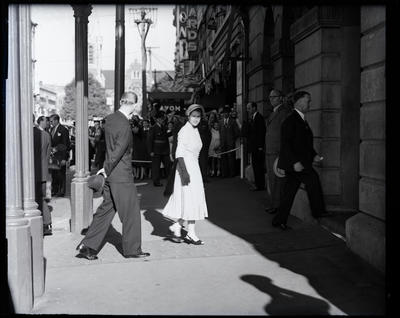 Glass negative: Royal Tour, the Queen enters the Clarendon Hotel