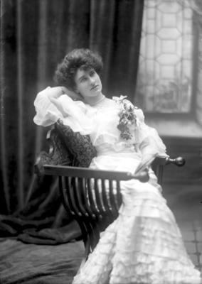 Glass Plate Negative: Miss E Sawtell; Circa 1907; 1980.175.129
