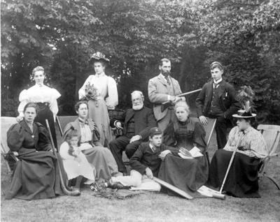 Glass Plate Negative: Pope family group.