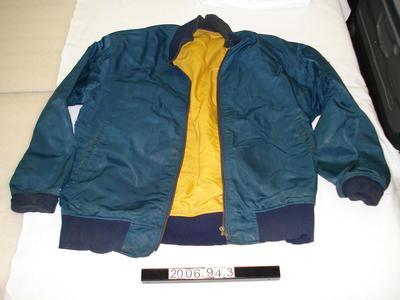 Jacket: Windproof