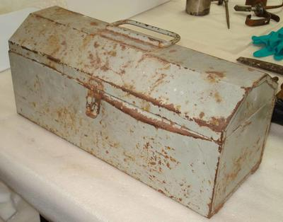Metal toolbox with hinged lid