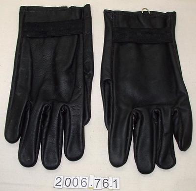 Gloves: Black Leather