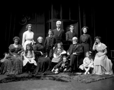 Glass Plate Negative: G L Beath and family