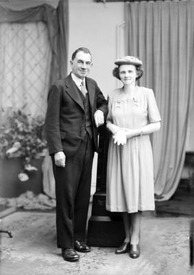 Film Negative: Darcy Nelson Le Comte and Edith (nee Lawrence) (photographer incorrectly spelt Le Compte)