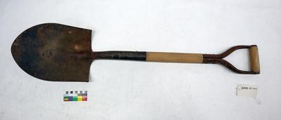 Short handled shovel