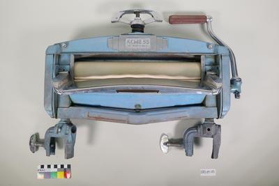 Portable wringer