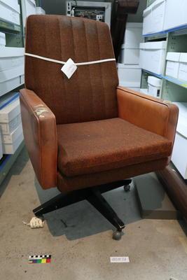 Chair: Swivel