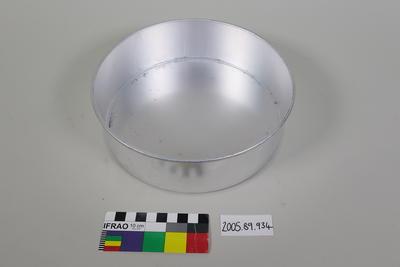 Aluminium cake tin
