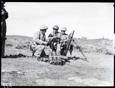 Film negative: Mortar crew
