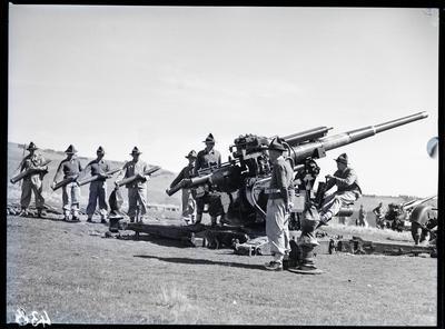 Film negative: Burnham, anti aircraft gun and gun crew