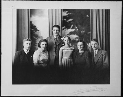 Film negative: Mrs Jordan, family of six