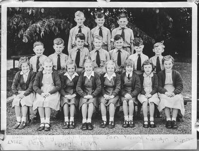 Film negative: Mrs Yvonne Bowles, Victory School Class