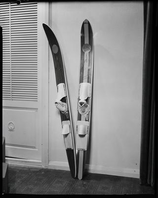 Film negative: Sedley Wells Limited, skis