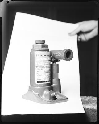 Film negative: International Harvester Company: parts, hydraulic jack