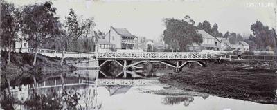Photograph: Montreal Street Bridge, Christchurch