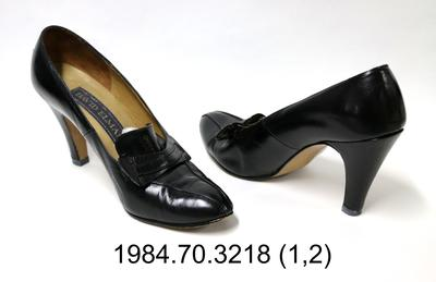 Shoes: Black Leather Court