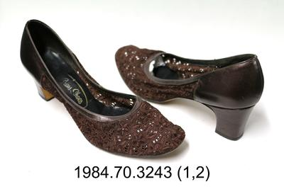 Shoes: Brown Lace Court