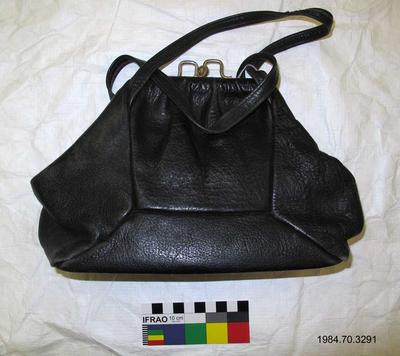 Purse: Black Leather