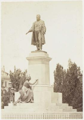 Photograph: Statue of Man and Lady Painter, Milan