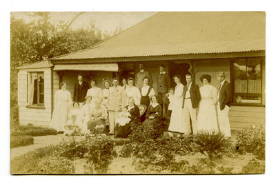 Postcard: Lovell-Smith extended family at Westcote 1908