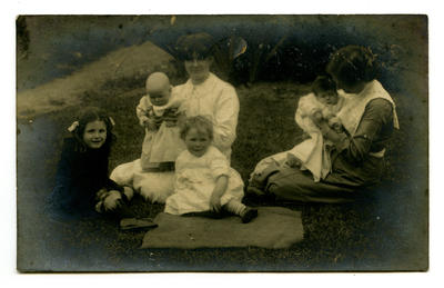 Postcard: Lovell-Smith family group at Westcote 1912.