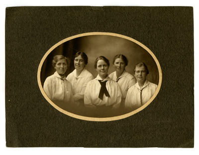 Photograph, Black and White: The five daughters of Jennie and William Lovell-Smith