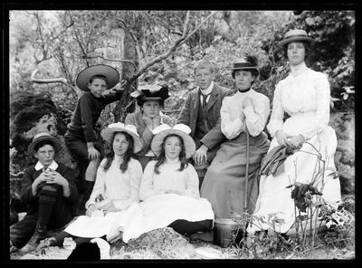 Glass Plate Negative: Wilding Family Group