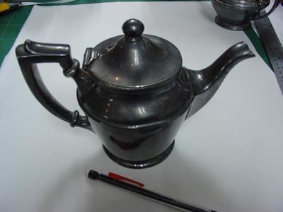 Tea Pot: Silver