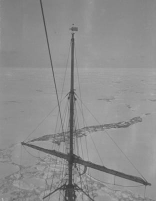 Photograph: Foremast of the Terra Nova