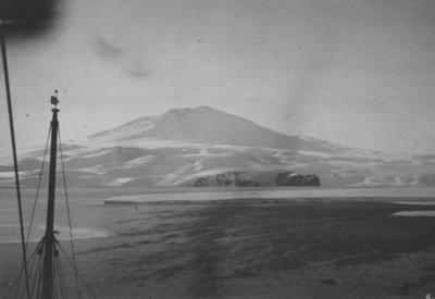 Photograph: Mount Erebus